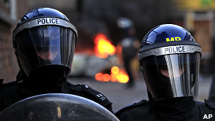 Brazos caídos en la policía por no pagar el bono